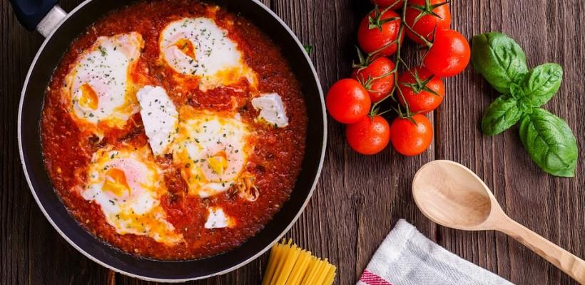 Szakszuka – doskonały pomysł na jesienne śniadanie